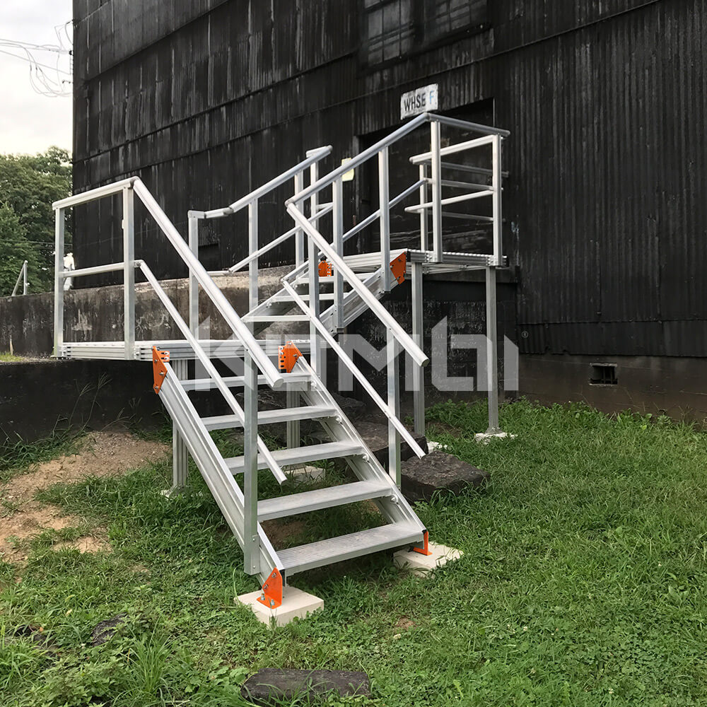 Image showing Kombi adjustable stair and platform system at warehouse entrance - click to download